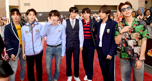 防弾少年団「2018 Billboard Music Awards - Red Carpet」:写真・画像(0)[壁紙.com]