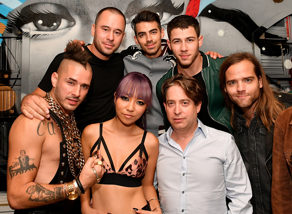 Ciroc「Republic Records & Guess Celebrate the 2016 MTV Video Music Awards at Vandal with Cocktails by Ciroc - Inside」:写真・画像(4)[壁紙.com]