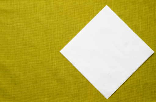 Napkin「White paper napkin on green tablecloth with copy space」:スマホ壁紙(14)