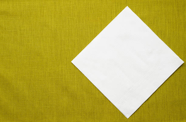 White paper napkin on green tablecloth with copy space:スマホ壁紙(壁紙.com)
