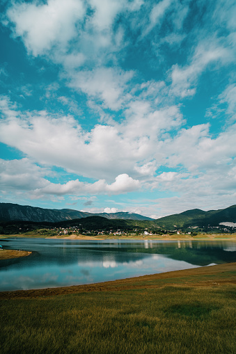 Overcast「Rama lake in a sunny cloudy day in Bosnia and Herzegovina. Ramsko Jezero, a lake located in Bosnia.」:スマホ壁紙(7)