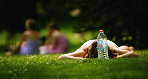 Resting「Londoners Take To The Parks As Temperatures Continue To Rise」:写真・画像(12)[壁紙.com]