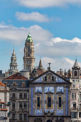 バケーション「Tiled church in the old town of Porto」:スマホ壁紙(17)