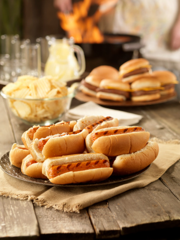 Hot Dog「BBQ Hot Dogs at a Picnic」:スマホ壁紙(15)