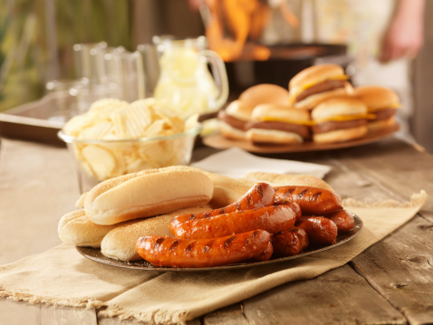 Hamburger「BBQ Hot Dogs at a Picnic」:スマホ壁紙(14)