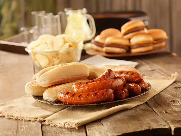 BBQ Hot Dogs at a Picnic:スマホ壁紙(壁紙.com)