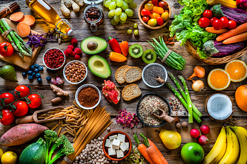 Avocado「Vegan food backgrounds: large group of fruits, vegetables, cereals and spices shot from above」:スマホ壁紙(11)