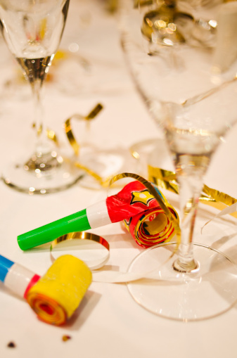 お正月「Party horn blowers and champagne flutes on table, close-up」:スマホ壁紙(17)