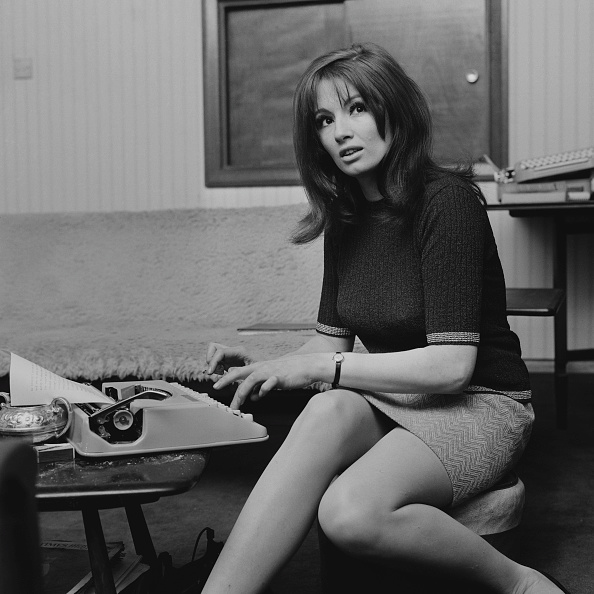 大人「Christine Keeler At Home」:写真・画像(10)[壁紙.com]