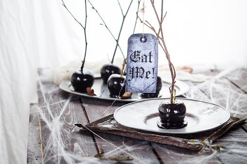 ハロウィン「Black candied apples with Halloween decoration」:スマホ壁紙(10)