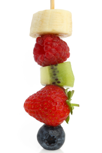 Kiwi「Five different fresh fruits on skewer.」:スマホ壁紙(5)