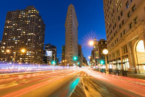 Clock「Flatiron Building and traffic on 5th Avenue, Manhattan, New York City」:スマホ壁紙(18)