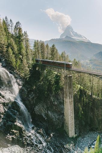 European Alps「Train on the background of Matterhorn mountain」:スマホ壁紙(17)