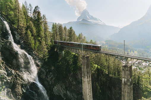 Viaduct「Train on the background of Matterhorn mountain」:スマホ壁紙(10)