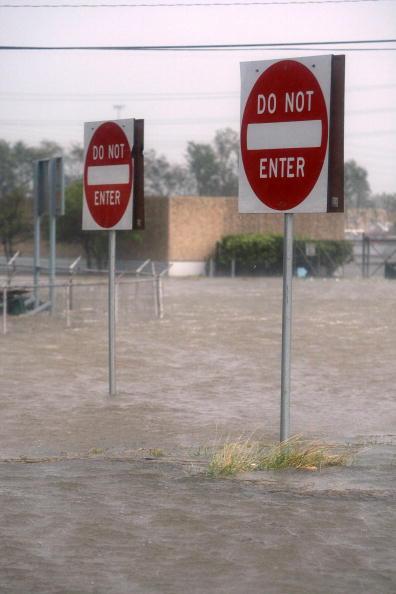 Hurricane Ike「Hurricane Ike Makes Landfall On Texas Coast」:写真・画像(17)[壁紙.com]