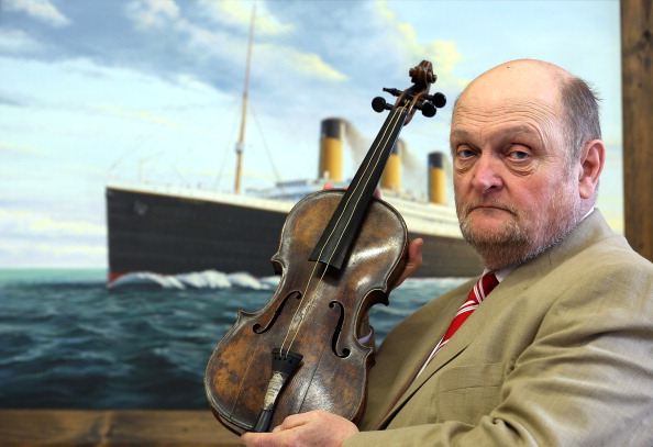 Violin「Titanic Violin Goes On Display To The Public」:写真・画像(3)[壁紙.com]