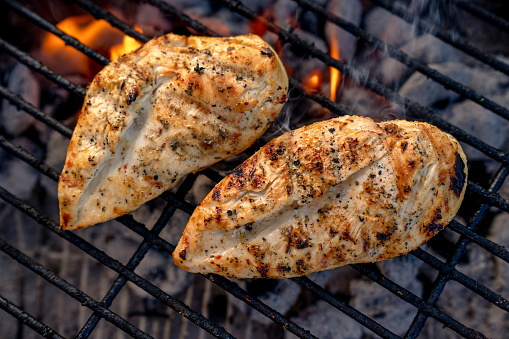 Grilled Chicken Breast「Video Clip Of Juicy Seasoned Chicken Breasts, Pollo Asado On A Hot Charcoal Grill」:スマホ壁紙(6)
