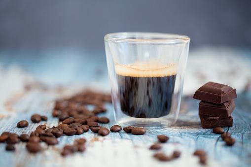 チョコレート「Glass cup of espresso, roasted coffee beans and dark chocolate on wood」:スマホ壁紙(0)