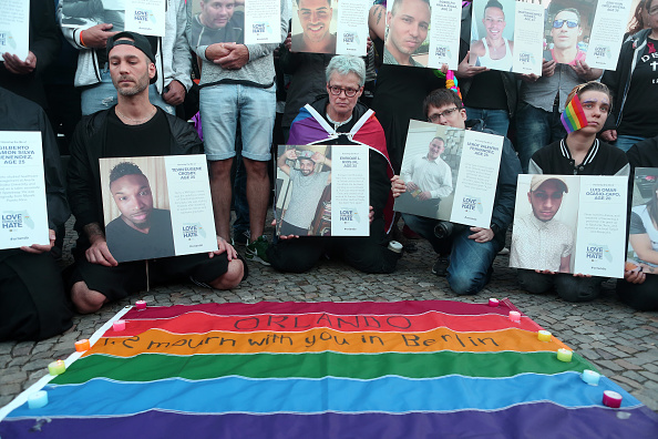 Pulse Orlando Night Club & Ultra Lounge「Berliners Hold Evening Vigil For Orlando Massacre Victims」:写真・画像(18)[壁紙.com]