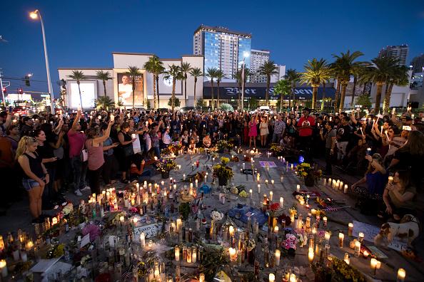 ラスベガス「Las Vegas Mourns After Largest Mass Shooting In U.S. History」:写真・画像(4)[壁紙.com]