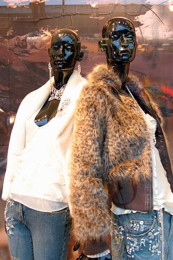 Oxford Street「Fur coats on Mannequins Display, England, UK」:スマホ壁紙(12)