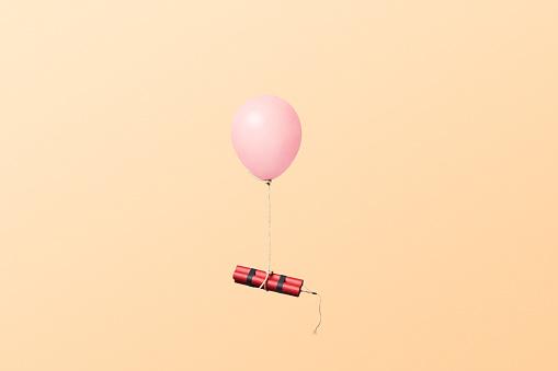 Firework - Explosive Material「Bundle of dynamite sticks tied to a balloon」:スマホ壁紙(15)