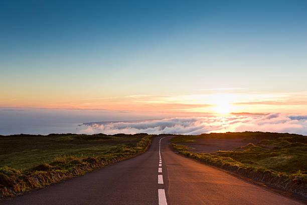Sunset Highway into the Clouds:スマホ壁紙(壁紙.com)