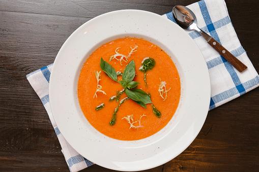 Bowl「Basil in bowl of tomato soup」:スマホ壁紙(3)