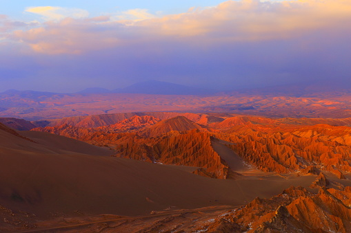 Bolivian Andes「Atacama Desert Moon valley – Valle de La luna and Valle de La muerte – Death Valley – above dramatic ethereal pastel colored moon surface landscape at gold colored sunset, exotic volcanoes and Idyllic Atacama Desert, Volcanic landscape panorama –  Chile」:スマホ壁紙(18)