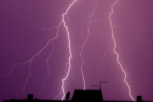 雷「Thunderbolt 背景」:スマホ壁紙(13)