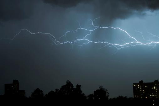 Microburst「Thunderbolt in the night storm」:スマホ壁紙(9)