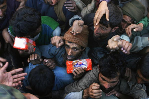 Indian Subcontinent Ethnicity「Indian Kashmir Counts Earthquake Toll」:写真・画像(2)[壁紙.com]