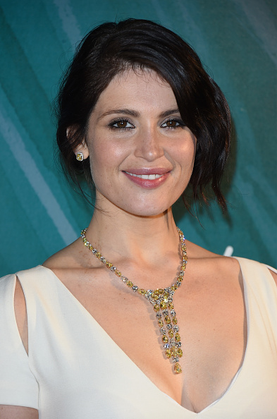 Necklace「Gemma Arterton Reveals The 2015 Tiffany & Co Christmas Window」:写真・画像(3)[壁紙.com]