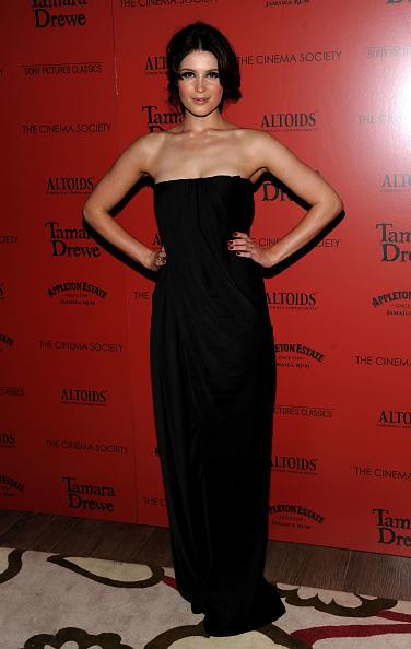 "Strapless Dress「The Cinema Society Hosts A Screening of ""Tamara Drewe"" - Inside Arrivals」:写真・画像(5)[壁紙.com]"