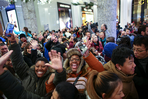 Black Friday「Black Friday Starts Early As Shoppers Hit The Stores On Thanksgiving Night」:写真・画像(10)[壁紙.com]