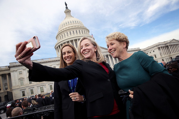 Organized Group「House Representatives-Elect Pose For Group Photo In Front Of U.S. Capitol」:写真・画像(3)[壁紙.com]