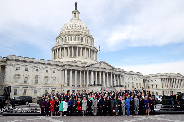 Congress「House Representatives-Elect Pose For Group Photo In Front Of U.S. Capitol」:写真・画像(19)[壁紙.com]