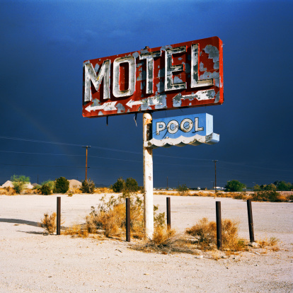 Wooden Post「Derelict Motel sign in the desert」:スマホ壁紙(2)