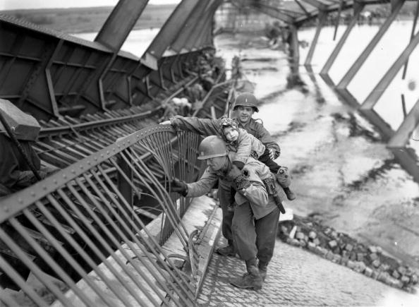 Fred Ramage「Bridge Crossing」:写真・画像(1)[壁紙.com]