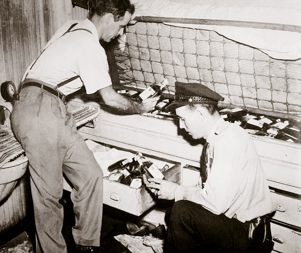 Alcohol「Enforcing Prohibition Norfolk Virginia USA 1920s」:写真・画像(15)[壁紙.com]