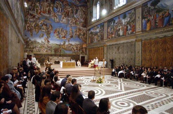 Religious Mass「Pope Baptizes 22 Babies At Sistine Chapel」:写真・画像(17)[壁紙.com]