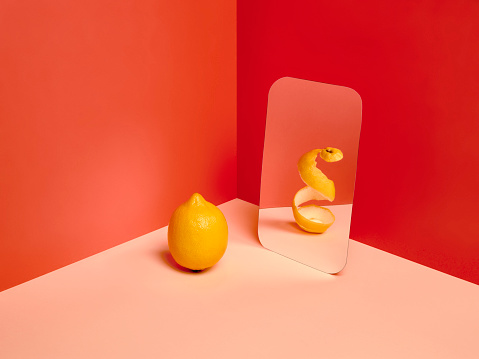 Corner「A lemon in a mirror reflecting an empty version of himself.」:スマホ壁紙(12)