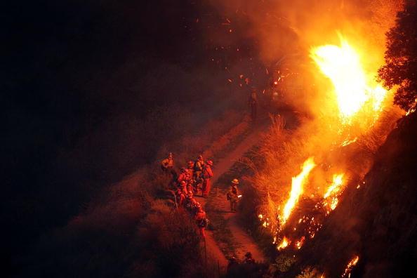 アナハイム「Wildfire Spreads In Southern California」:写真・画像(11)[壁紙.com]