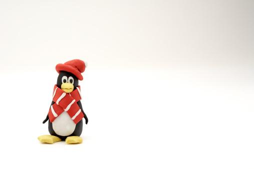 スカーフ「Penguin with scarf  and hat made of clay on a white background」:スマホ壁紙(13)
