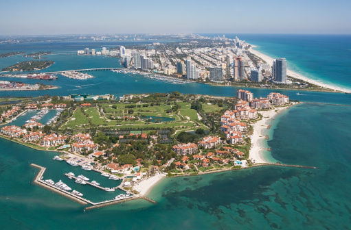 マイアミビーチ「USA, Florida, Miami skyline as seen from air」:スマホ壁紙(19)