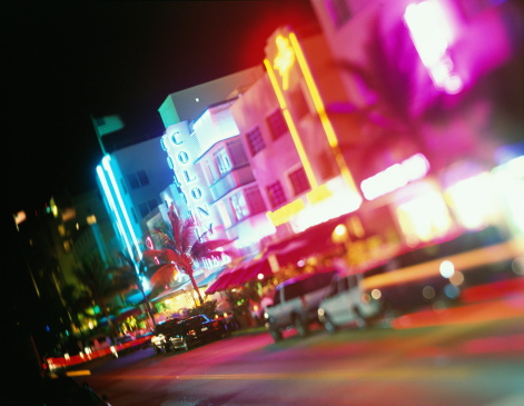 Miami Beach「USA, Florida, Miami, Ocean Drive, night (long exposure)」:スマホ壁紙(14)