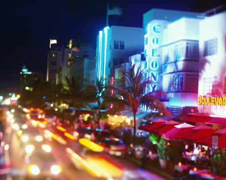 Miami Beach「USA, Florida, Miami, Ocean Drive, night (long exposure)」:スマホ壁紙(7)