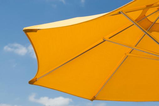 雨「USA, Florida, Miami, Yellow sunshade against blue sky」:スマホ壁紙(19)