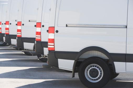 Conformity「USA, Florida, Miami, White trucks parked side by side」:スマホ壁紙(3)