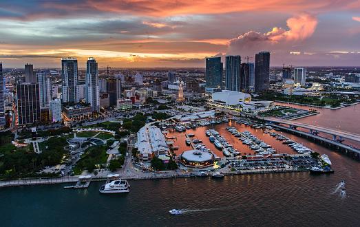 船・ヨット「USA, Florida, Miami, Aerial view of marina in city at sunset」:スマホ壁紙(10)
